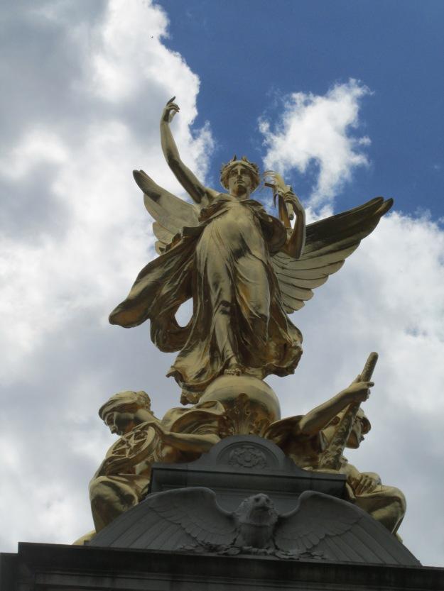 Monumento a Rainha Victoria, em frente ao Palácio de Buckingham.